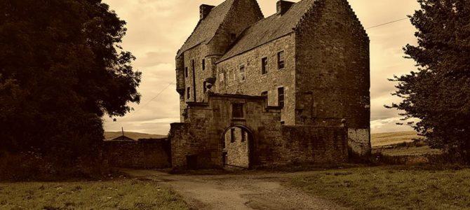 Zusammenfassung Podcast Folge 202 Fern der Heimat Schottland ( Not in Scotland, Anymore)